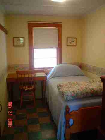 Tilton nh cottage for rent bindenwood for Very small bedroom